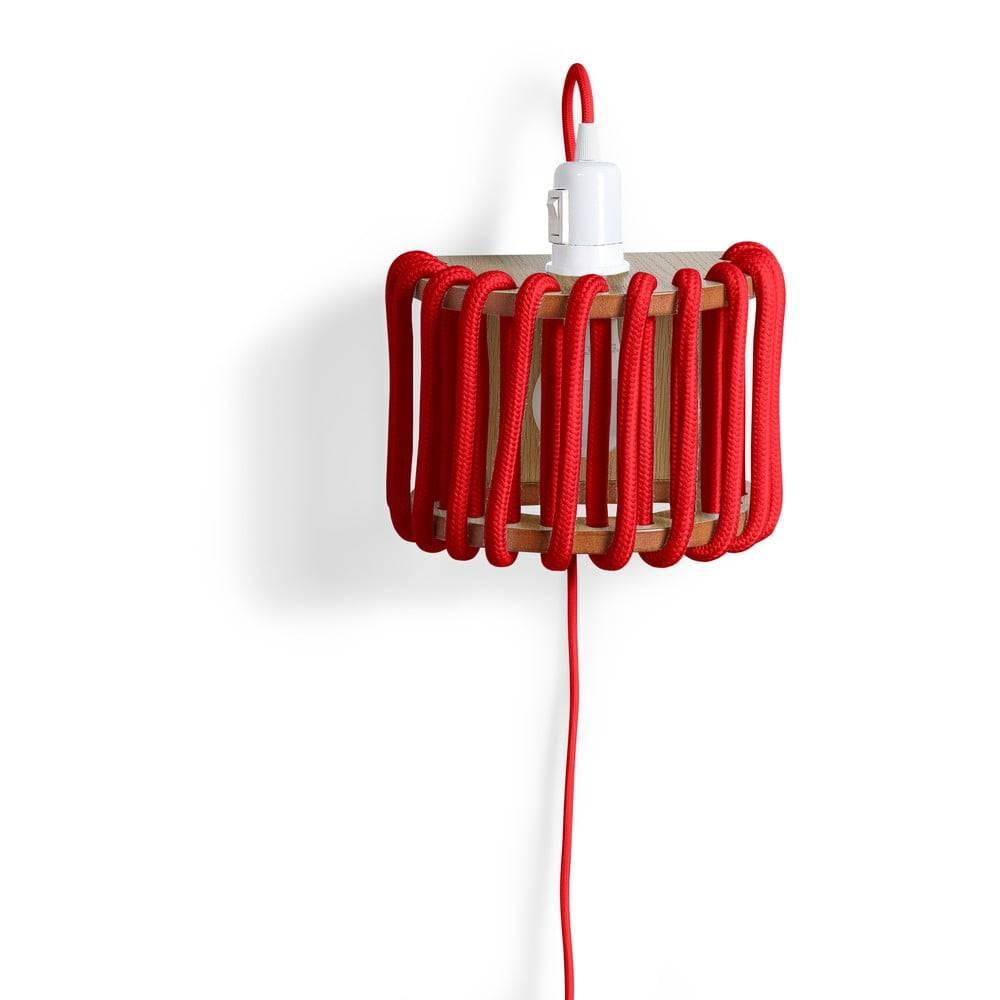 EMKO Červená nástenná lampa s drevenou konštrukciou EMKO Macaron, dĺžka 20 cm